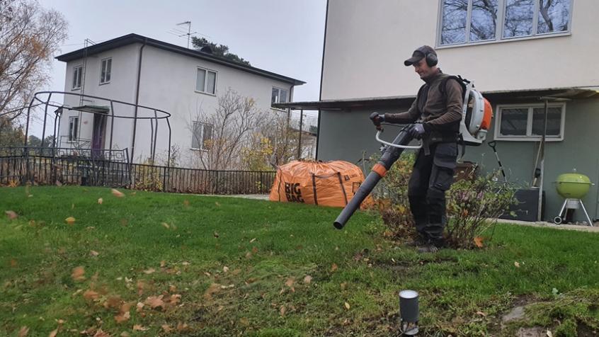Lövblåsning i Sundbyberg