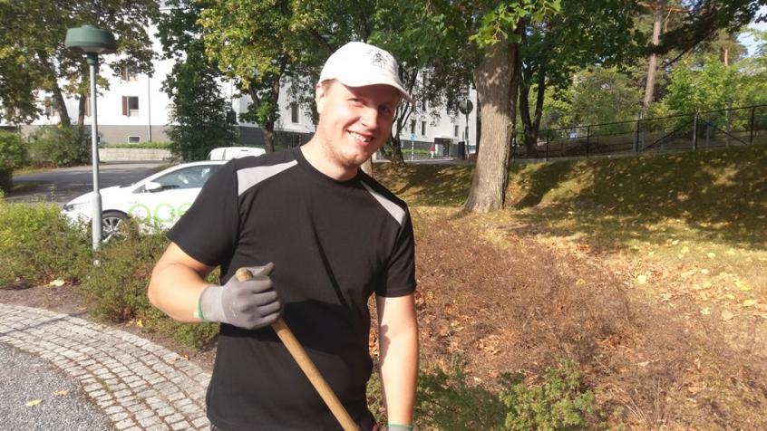 En blivande trädgårdsmästare - Anders påbörjar sin utbildning nästa vecka. Vi önskar honom lycka till!