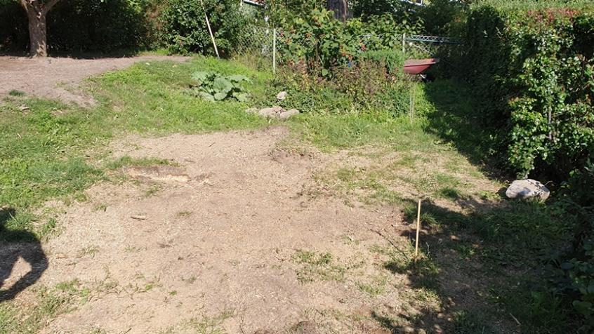 Arbetet klart och marken plan och fin. Kunden skall nu sprida ut jord och så gräs på platsen.
