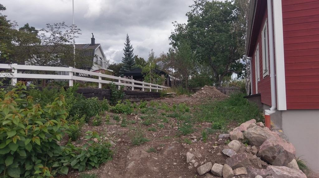 Kunden håller på och renoverar och i samband med dränering så har gräsmattorna förstörts