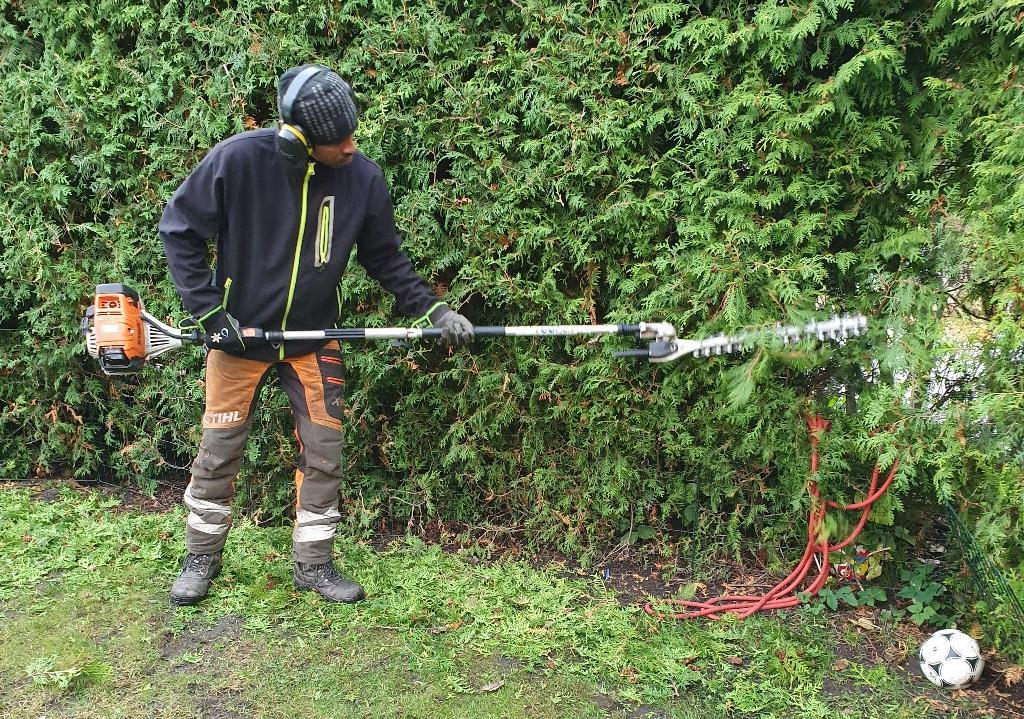 Biemnet klipper häcken med stånghäcksax - det snabbaste och bästa sättet