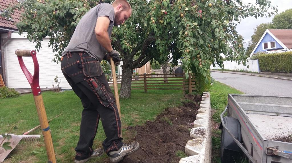 Vi fick gräva för hand, vilket inte var något problem, det rörde sig bara om ca 12 meter
